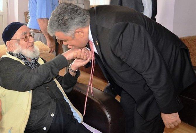 Başkan Özgüven'den huzur evine ziyaret