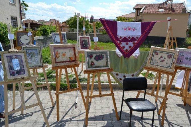 Kulu HEM ve Akşam Sanat Okulu yılsonu sergisi törenle açıldı