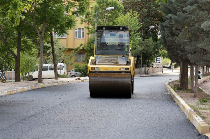 Aksaray'da sıcak asfalt çalışmaları aralıksız devam ediyor