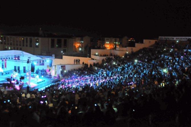 Akşehir'de Tuğba Yurt konseri