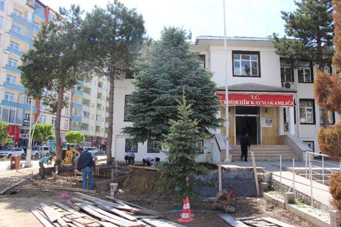 Seydişehir Belediyesi'nden kaymakamlık binası etrafına çevre düzenlemesi