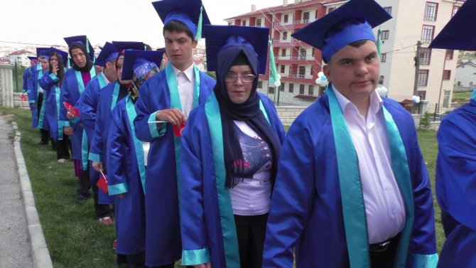 Beyşehir'de özel öğrencilerin mezuniyet coşkusu