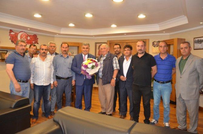 Başkan Özgüven'e muhtarlar ve okul müdürlerinden teşekkür ziyareti