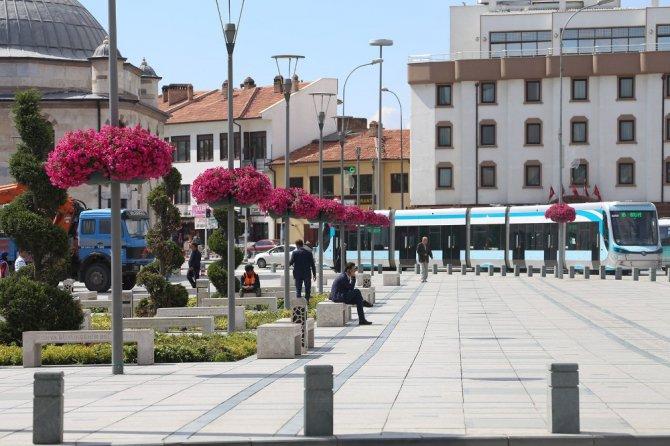 Konya'nın caddeleri çiçek açtı