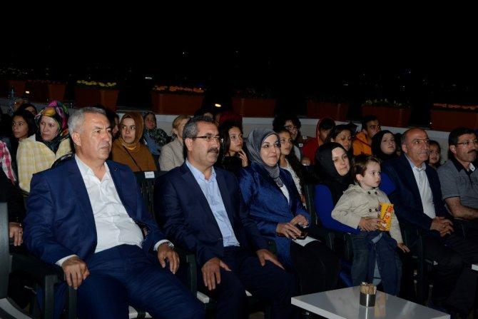 Meram'da açık havada sinema keyfi