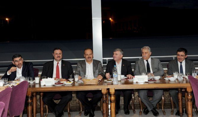 Başkan Akyürek, toplumun farklı kesimleriyle iftarda buluşuyor