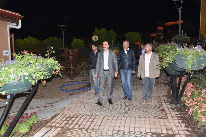 Başkan Altay Çiçek Bahçesindeki gece çalışmalarını inceledi