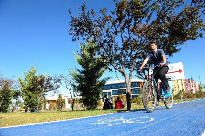 """Akyürek: """"Bisiklet yollarında Avrupa ile yarışıyoruz"""""""
