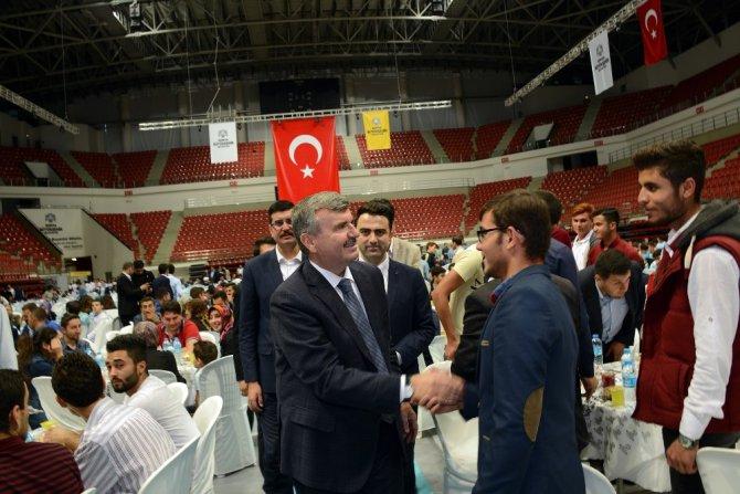 Başkan Akyürek, iftarda gençlerle buluştu