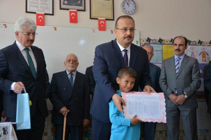 Konya'da 441 bin 366 öğrenci karne heyecanı yaşadı