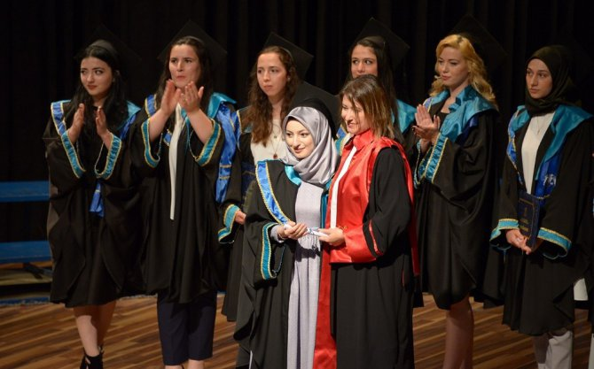 SÜ Sanat ve Tasarım Fakültesi ilk mezunlarını verdi
