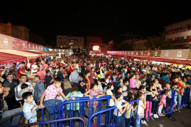 Ramazan sokağı programları herkesi eğlendiriyor
