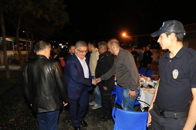Vali Pekmez, polislerle sahur yaptı
