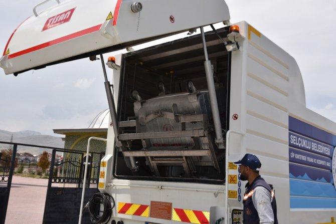 Selçuklu'da çöp konteynerlerinin temizliği yapılıyor