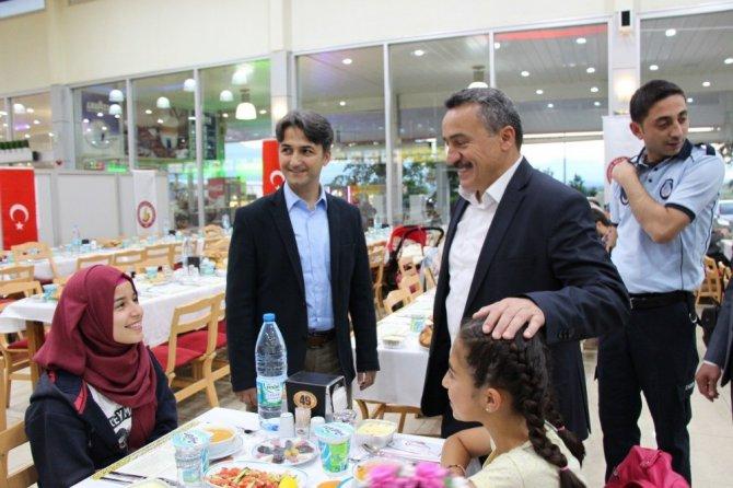 Başkan Tutal yetim ve öksüzlerle iftar yemeğinde buluştu