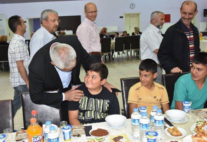 Eskil Belediyesi öksüz ve yetimleri iftar programında bir araya getirdi