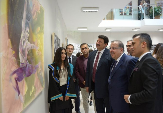 Selçuk'ta ödüllü sanatçıların mezuniyet sevinci