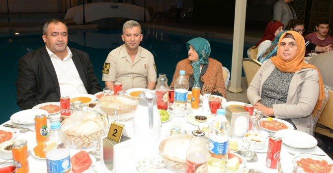 Jandarma şehit aileleri ve gazilere iftarda buluştu