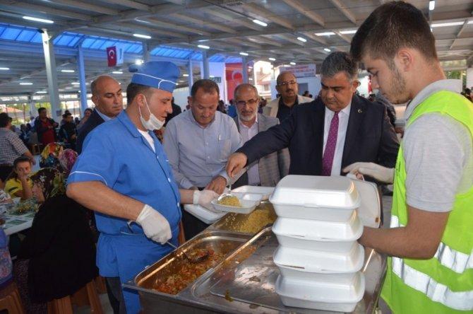 Ereğli'de kapalı pazar kapılarını iftarla açtı