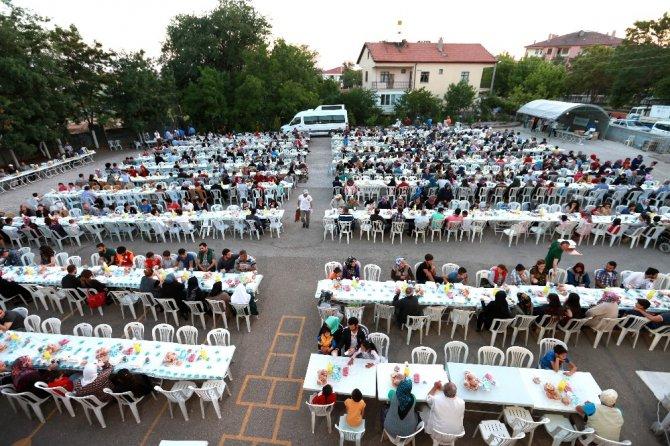 Aksaray Belediyesi'nin mahalle iftarları ilgi görüyor