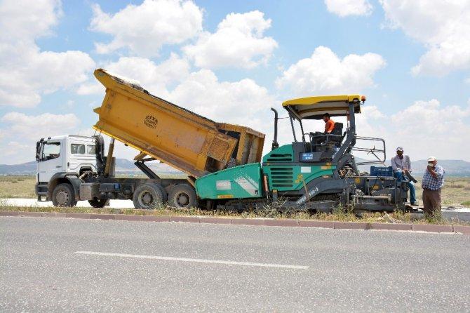 Aksaray Belediyesi organize sanayi yolunu asfaltlıyor