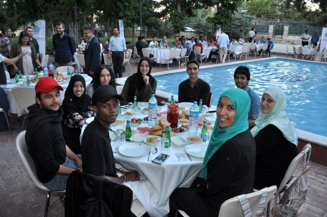 NEÜ KONDİL iftarında 35 ülkeden 150 öğrenci bir araya geldi