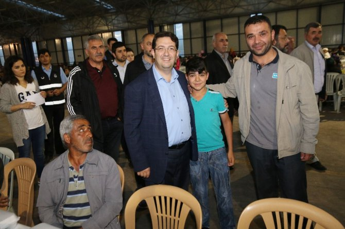 Aksaray Belediyesinin toplu iftarları sürüyor