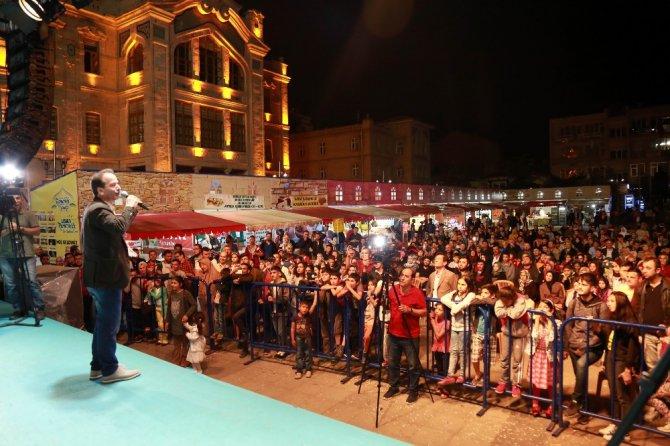 Seksenler dizisi oyuncuları Ramazan Sokağına konuk oldu
