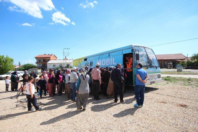 Beyşehir'de mobil giyim bankası bayram yardımı için yollarda