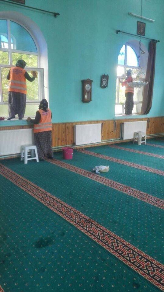 Beyşehir'in camileri bayrama hazırlanıyor