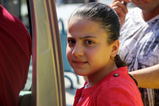 (Özer haber) Bu sefer de Suriyeli aile küçük kızını otobüste unuttu