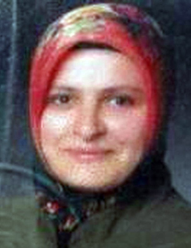 Balkonda oturan kadın, duvarda asılı tüfek düşünce boynundan vuruldu