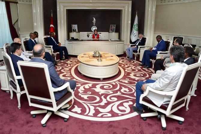 Zambia Büyükelçiliğinden Başkan Toru'ya ziyaret