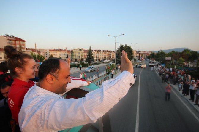 Dünya şampiyonu tekvandocu Ağrıs'a memleketinde coşkulu karşılama