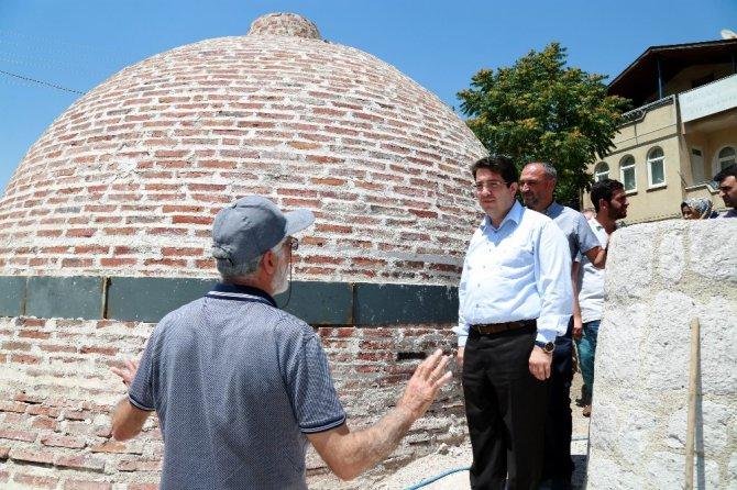 Başkan Yazgı, restoresi devam eden tarihi hamamda inceleme yaptı