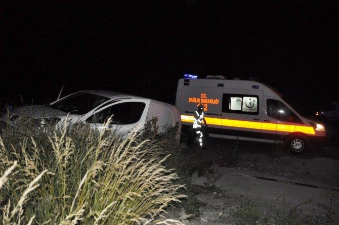 Kamyonla hafif ticari araç çarpıştı: 1 yaralı