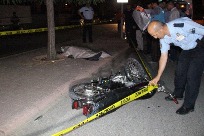 Kazada oğlu ölen oğlunun başından ayrılmadı