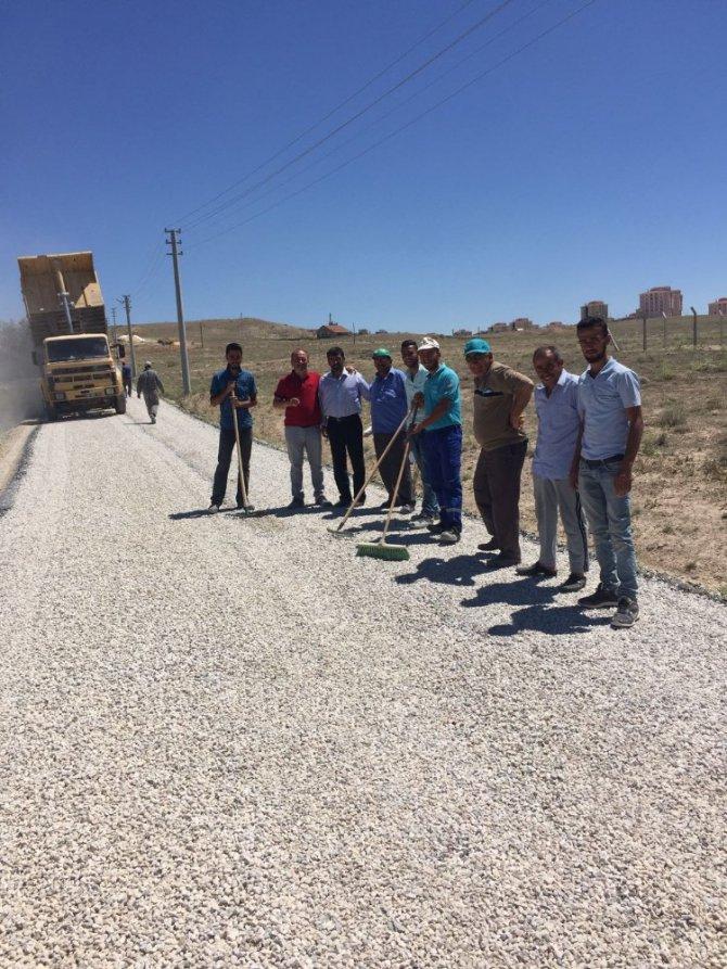 Topakkaya'da asfalt sezonu açıldı