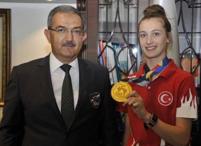Dünya Şampiyonu Ağrıs'tan Rektör Şahin'e ziyaret