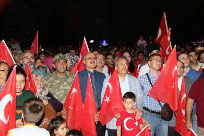 15 Temmuz'un yıldönümünde Akşehirliler demokrasi nöbeti tuttu