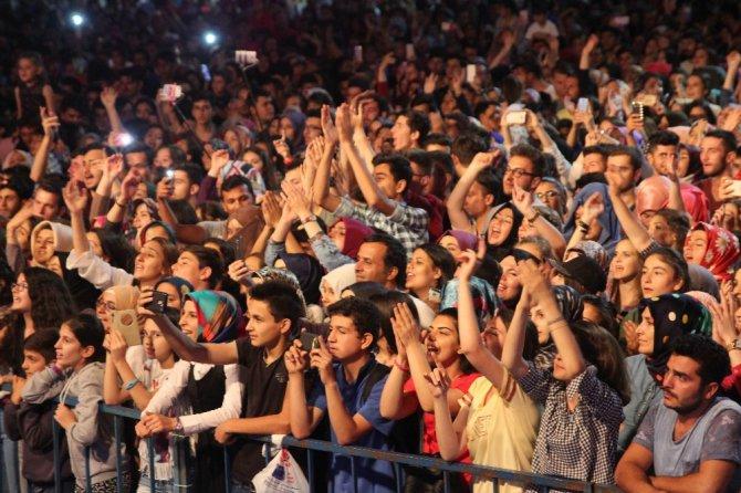 Buray, Beyşehir'de hayranlarını coşturdu