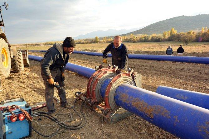 Tuzlukçu Koraşi'de sulama suyu hasreti sona eriyor
