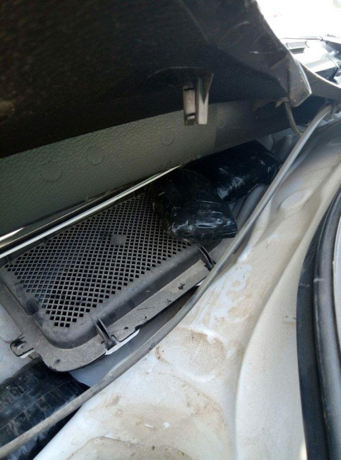 Operasyon düzenlenen otomobilde 2,5 kilo eroin ele geçirildi