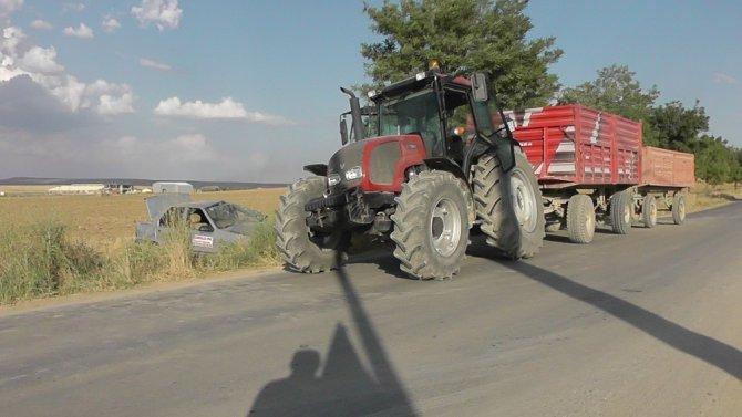 Otomobil traktörle çarpıştı: 1 yaralı