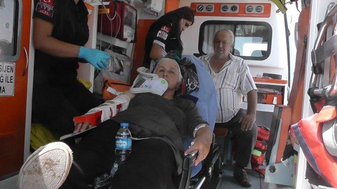 Konya'da otomobil bariyerlere çarptı: 2 yaralı
