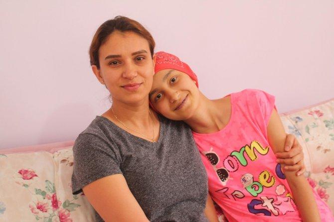 Kanser hastası 15 yaşındaki Sevde'nin ameliyatı için 100 bin lira gerekiyor