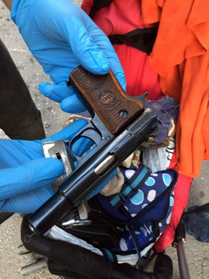 Uyuşturucudan tutuklanan muhtar azasının eşi 4 kilo esrar ile yakalandı