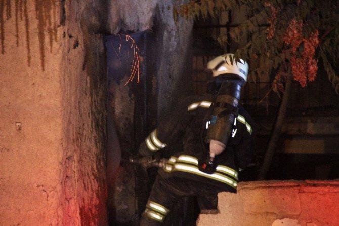 Kullanılmayan binada çıkan yangın 1 saatte kontrol altına alındı