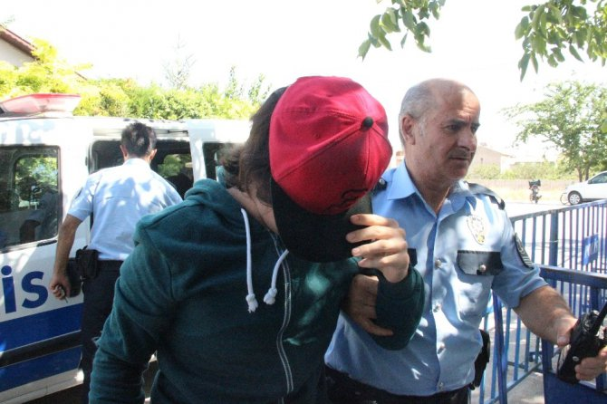 """Konya'da """"Hero"""" tişörtlü gence gözaltı"""