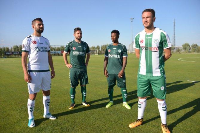 Atiker Konyaspor'un yeni sezon formaları tanıtıldı